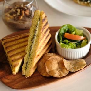 Grilled cheddar+mozarella+butter sandwich